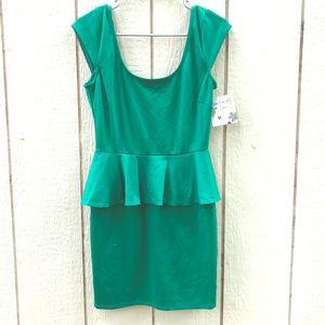 🍉NWT Accidentally in Love green dress medium